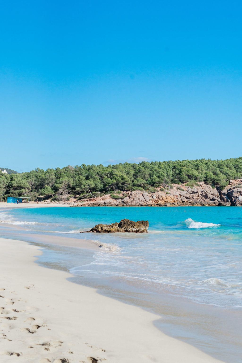 https://www.white-ibiza.com/wp-content/uploads/2020/03/ibiza-beaches-cala-nova-06-1025x1536.jpg