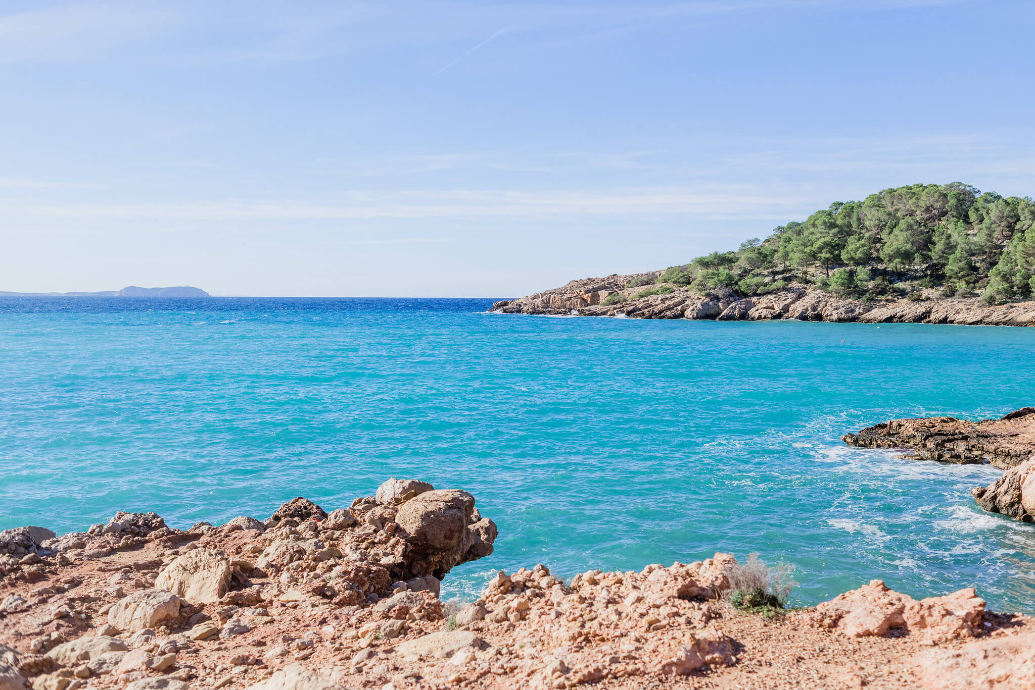https://www.white-ibiza.com/wp-content/uploads/2020/03/ibiza-beaches-cala-salada-04.jpg