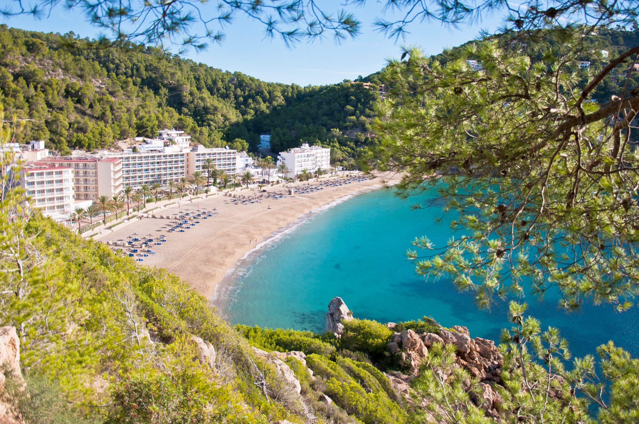 https://www.white-ibiza.com/wp-content/uploads/2020/03/ibiza-beaches-cala-san-vicente-01.jpg