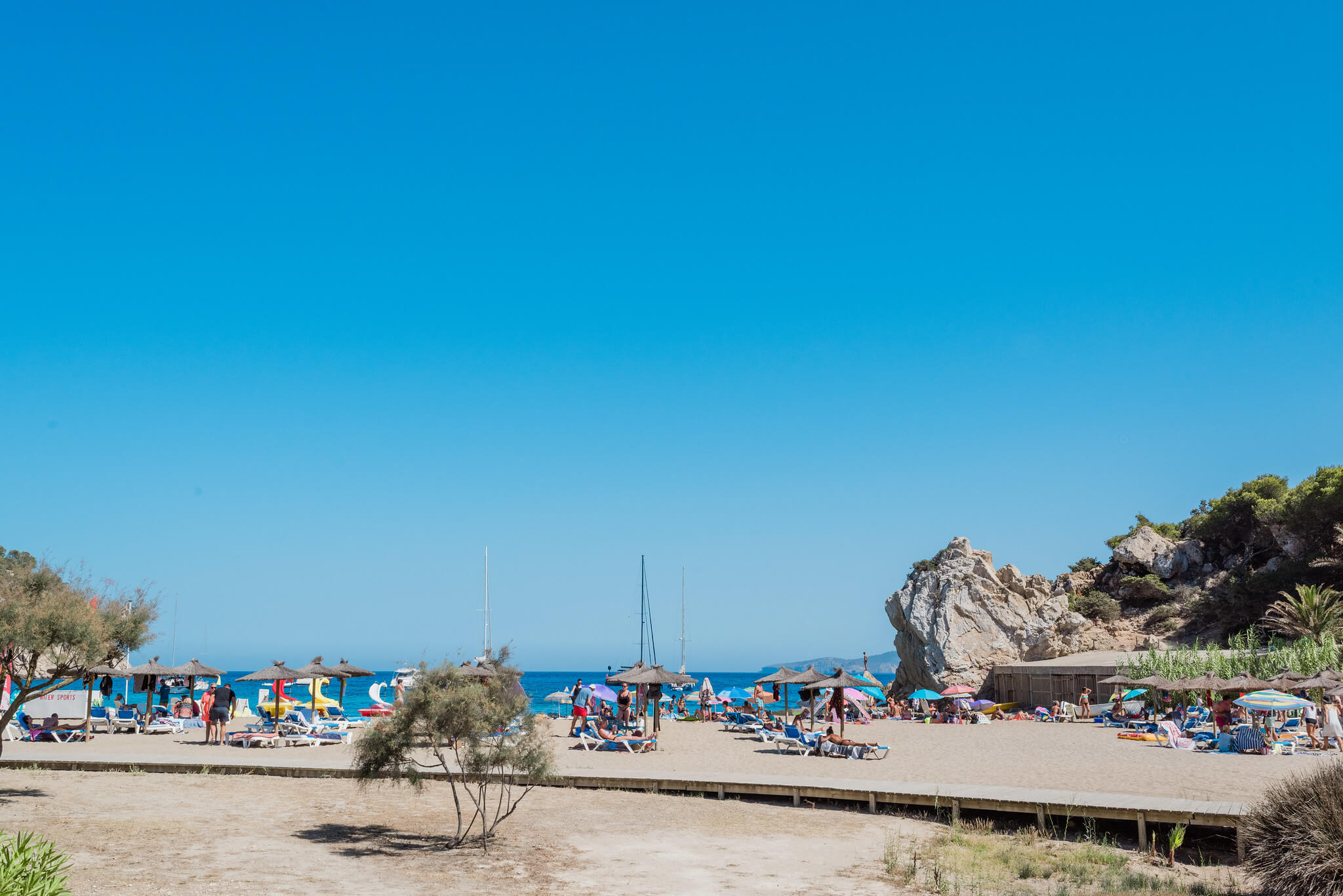 https://www.white-ibiza.com/wp-content/uploads/2020/03/ibiza-beaches-cala-san-vicente-02.jpg