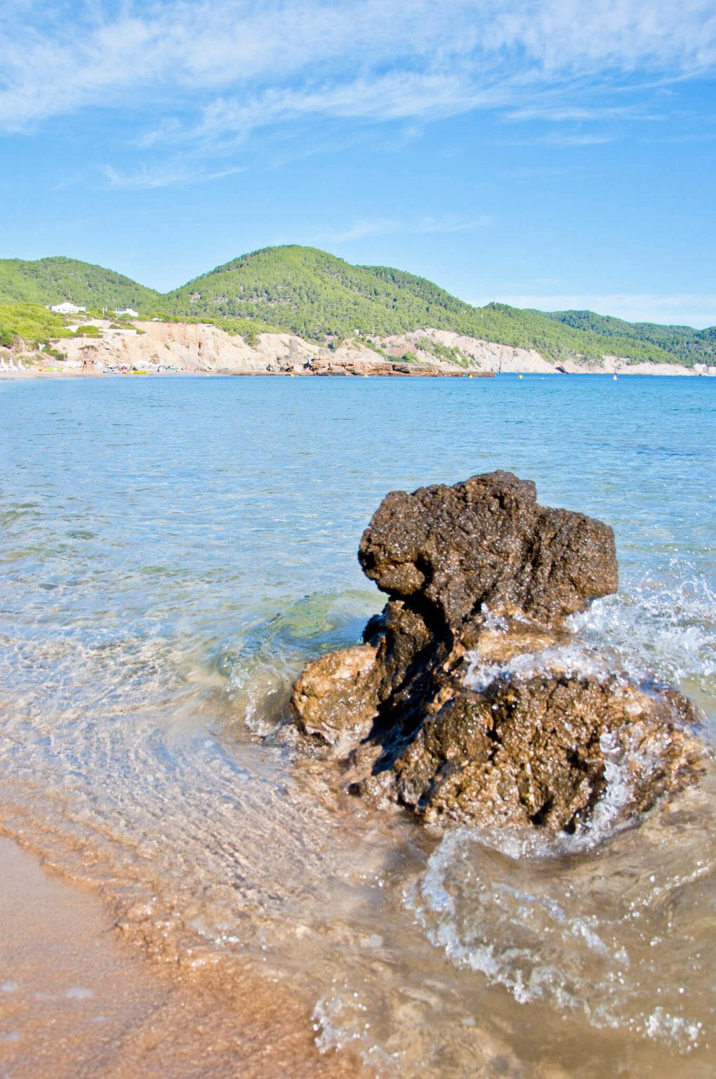 https://www.white-ibiza.com/wp-content/uploads/2020/03/ibiza-beaches-es-figueral-05-1020x1536.jpg