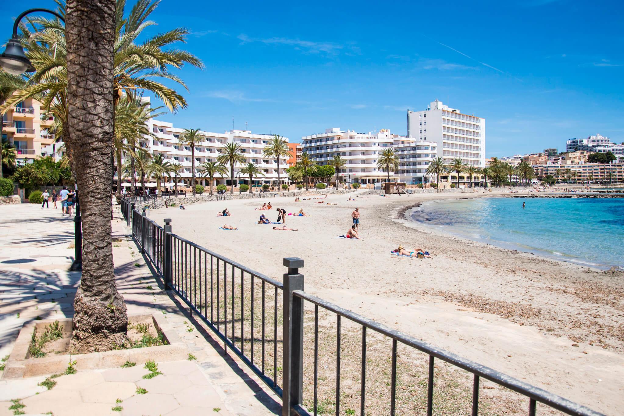 https://www.white-ibiza.com/wp-content/uploads/2020/03/ibiza-beaches-figueretas-02.jpg