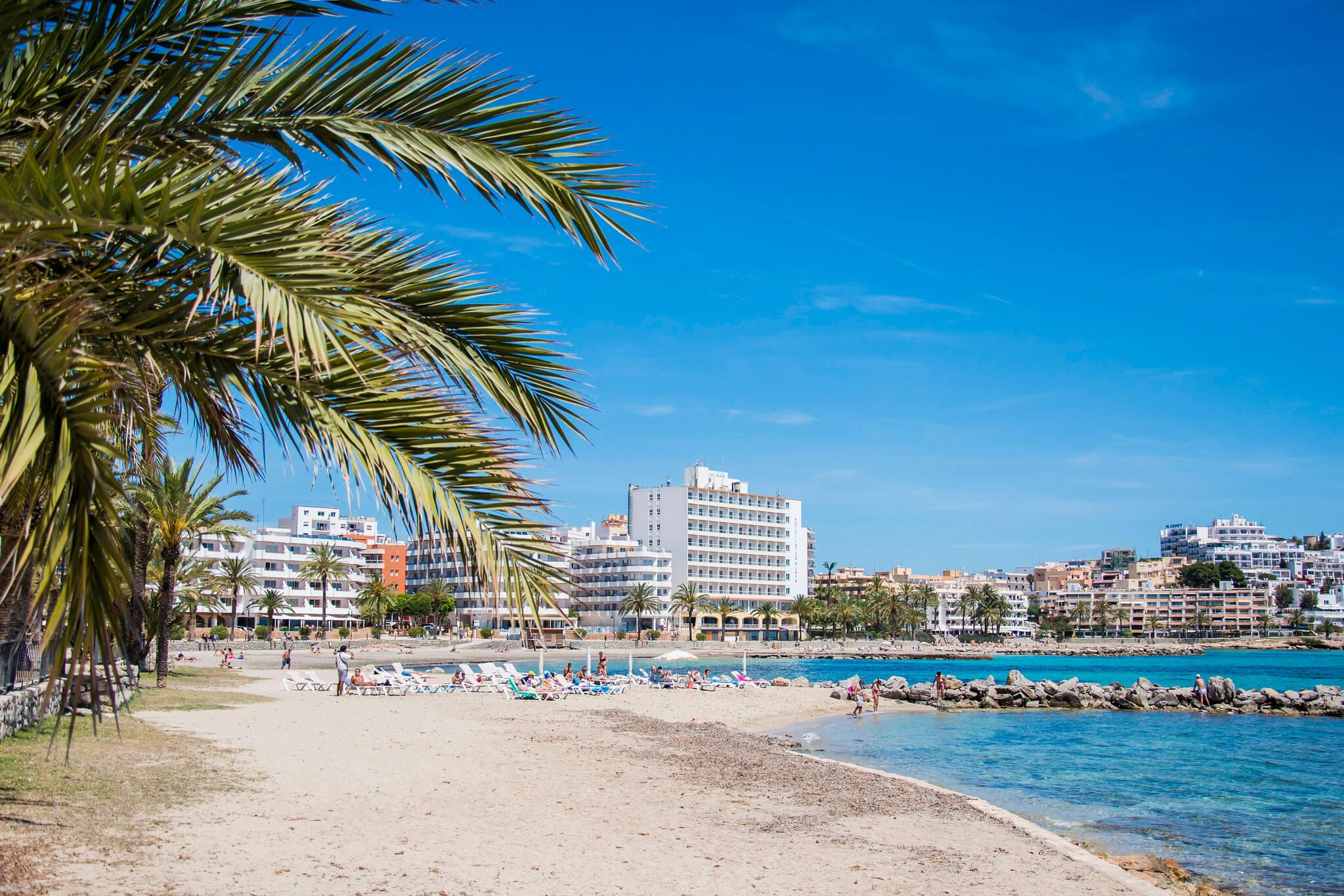 https://www.white-ibiza.com/wp-content/uploads/2020/03/ibiza-beaches-figueretas-04.jpg