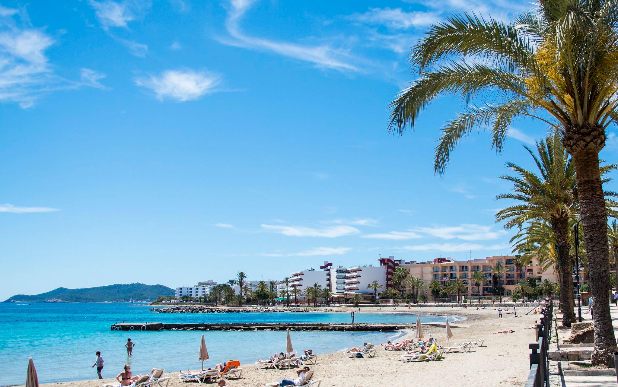 https://www.white-ibiza.com/wp-content/uploads/2020/03/ibiza-beaches-figueretas-06.jpg