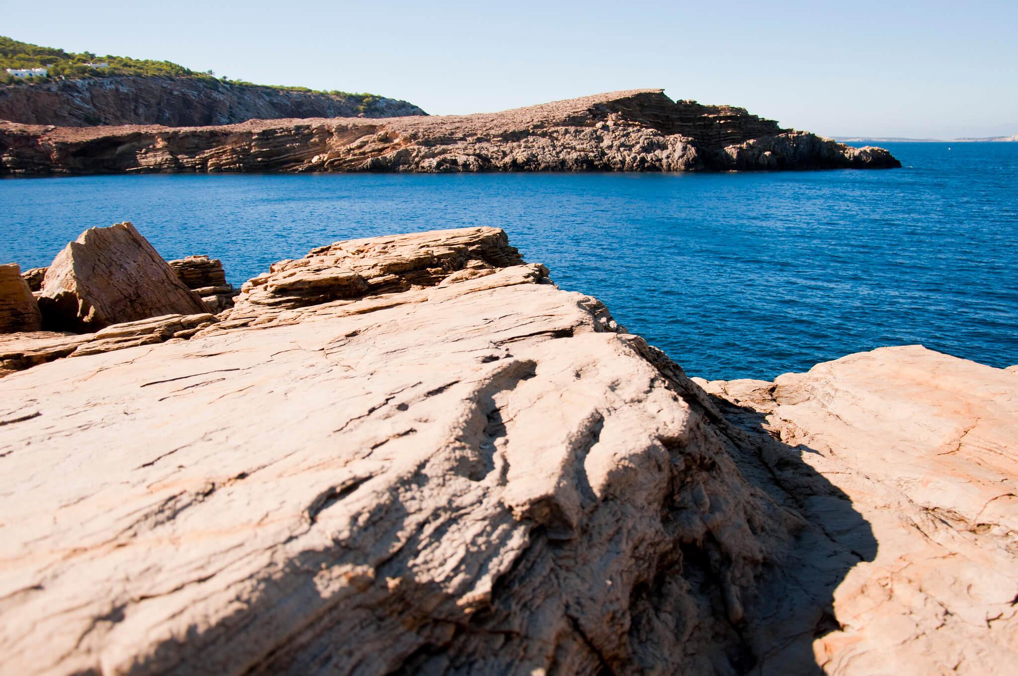 https://www.white-ibiza.com/wp-content/uploads/2020/03/ibiza-beaches-punta-galera-05.jpg