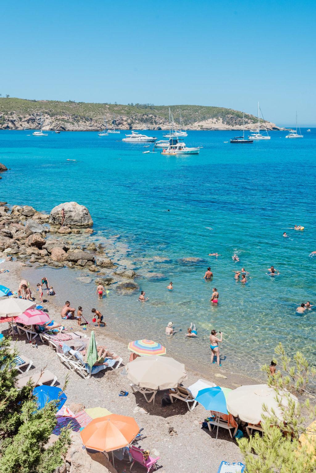 https://www.white-ibiza.com/wp-content/uploads/2020/03/ibiza-beaches-sillot-des-rencli-05-1025x1536.jpg