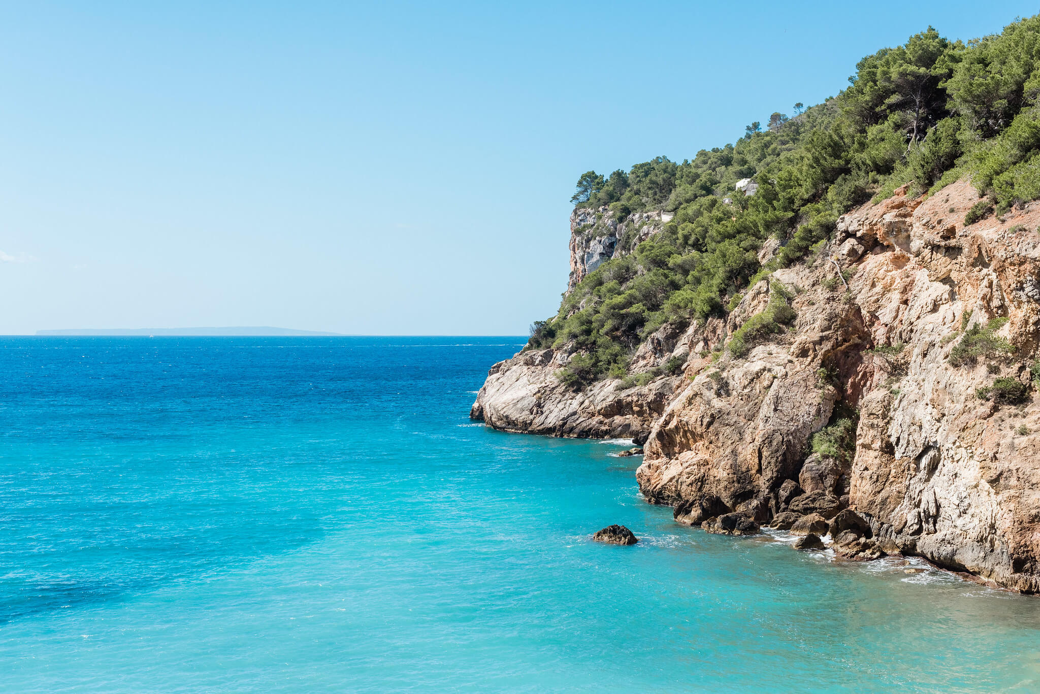https://www.white-ibiza.com/wp-content/uploads/2020/03/ibiza-beaches-sol-den-serra-02.jpg