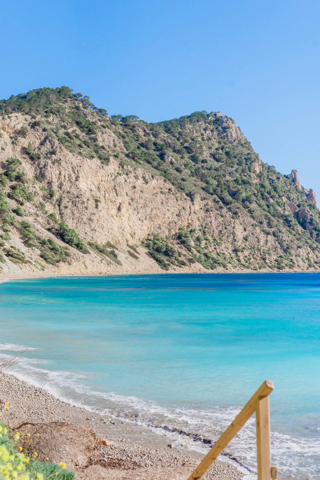 https://www.white-ibiza.com/wp-content/uploads/2020/03/ibiza-beaches-sol-den-serra-06-1025x1536.jpg