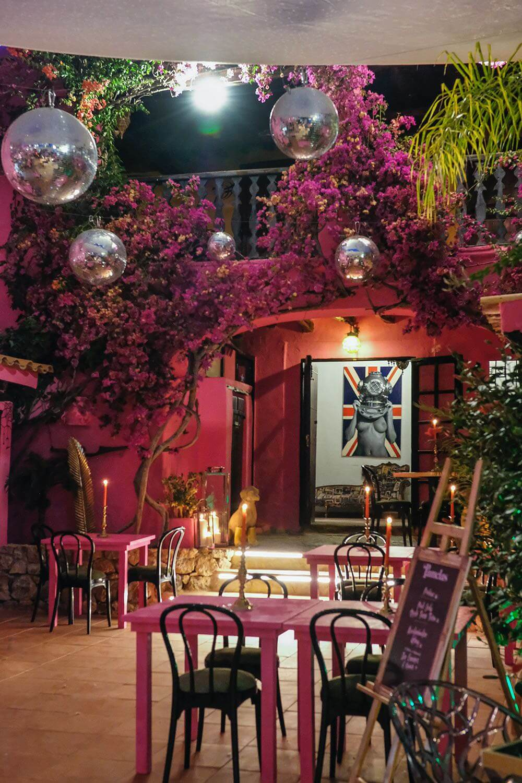https://www.white-ibiza.com/wp-content/uploads/2020/03/ibiza-restaurant-pamelas-at-pikes-ibiza-2020-02.jpeg