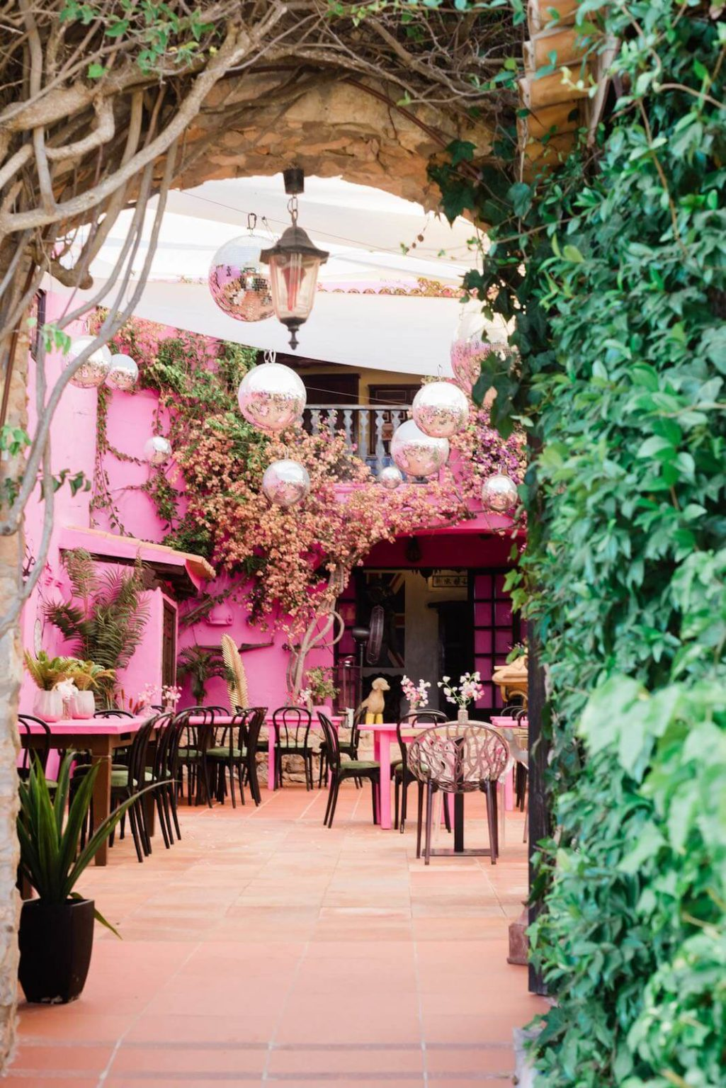https://www.white-ibiza.com/wp-content/uploads/2020/03/ibiza-restaurant-pamelas-at-pikes-ibiza-2020-11-1025x1536.jpeg