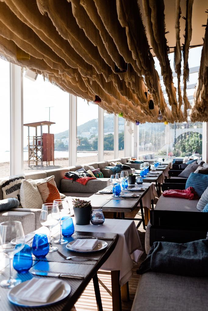 https://www.white-ibiza.com/wp-content/uploads/2020/03/ibiza-restaurants-chiringuito-blue-2018-02.jpg