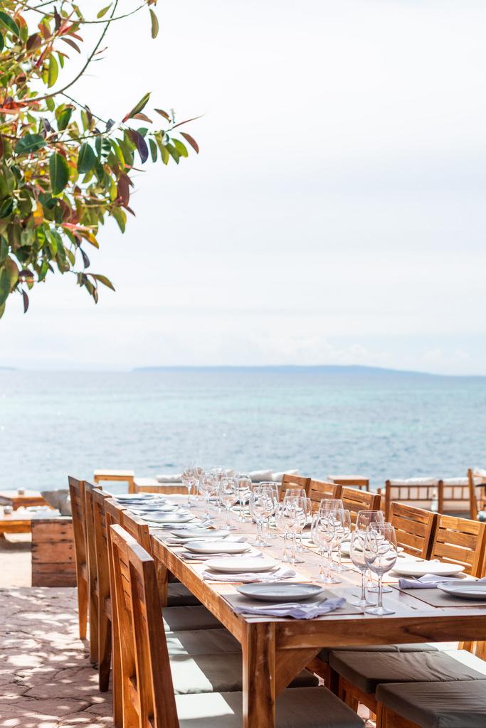 https://www.white-ibiza.com/wp-content/uploads/2020/03/ibiza-restaurants-la-escollera-2018-01.jpg