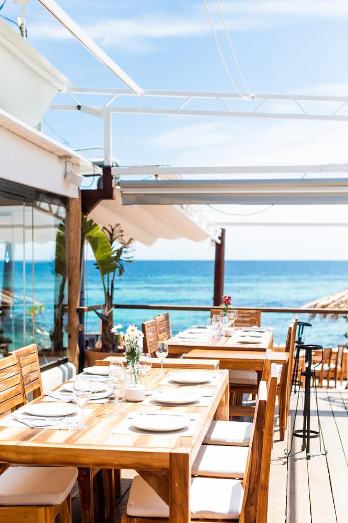https://www.white-ibiza.com/wp-content/uploads/2020/03/ibiza-restaurants-la-escollera-2018-05-1.jpg