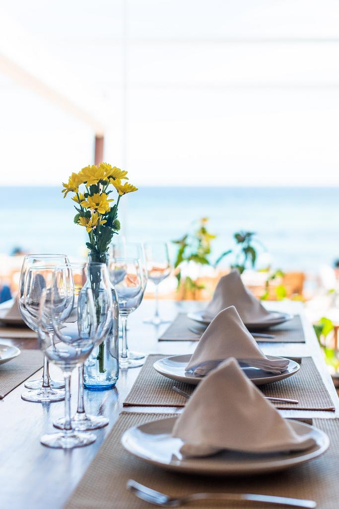https://www.white-ibiza.com/wp-content/uploads/2020/03/ibiza-restaurants-la-escollera-2018-06.jpg