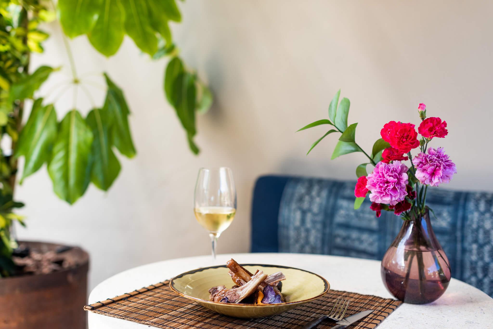 https://www.white-ibiza.com/wp-content/uploads/2020/03/ibiza-restaurants-the-giri-cafe-2020-01.jpg