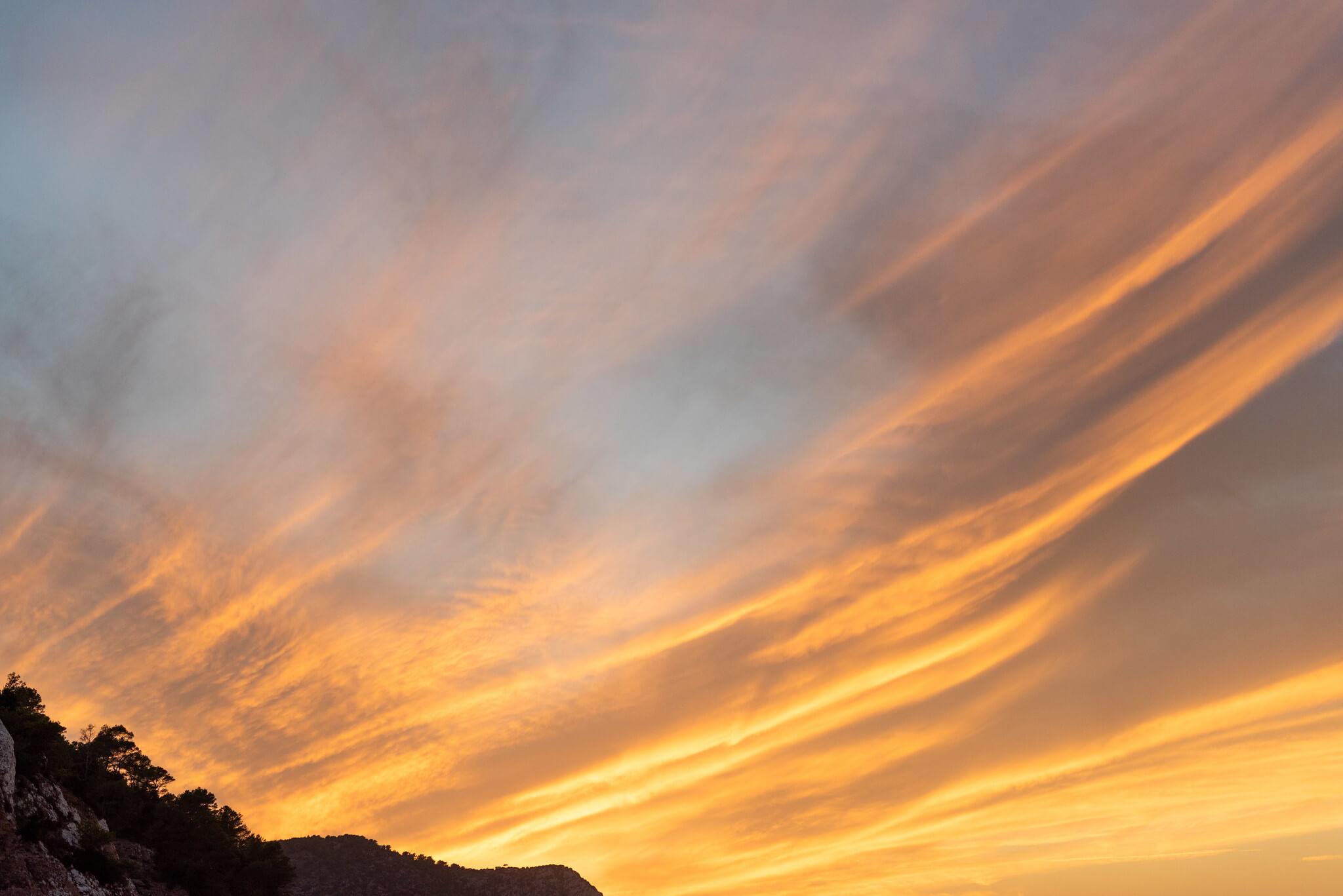 https://www.white-ibiza.com/wp-content/uploads/2020/03/ibiza-sunsets-benirras-2020-09.jpg