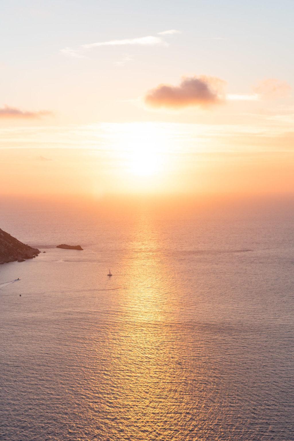 https://www.white-ibiza.com/wp-content/uploads/2020/03/ibiza-sunsets-es-vedra-2020-05-1025x1536.jpg