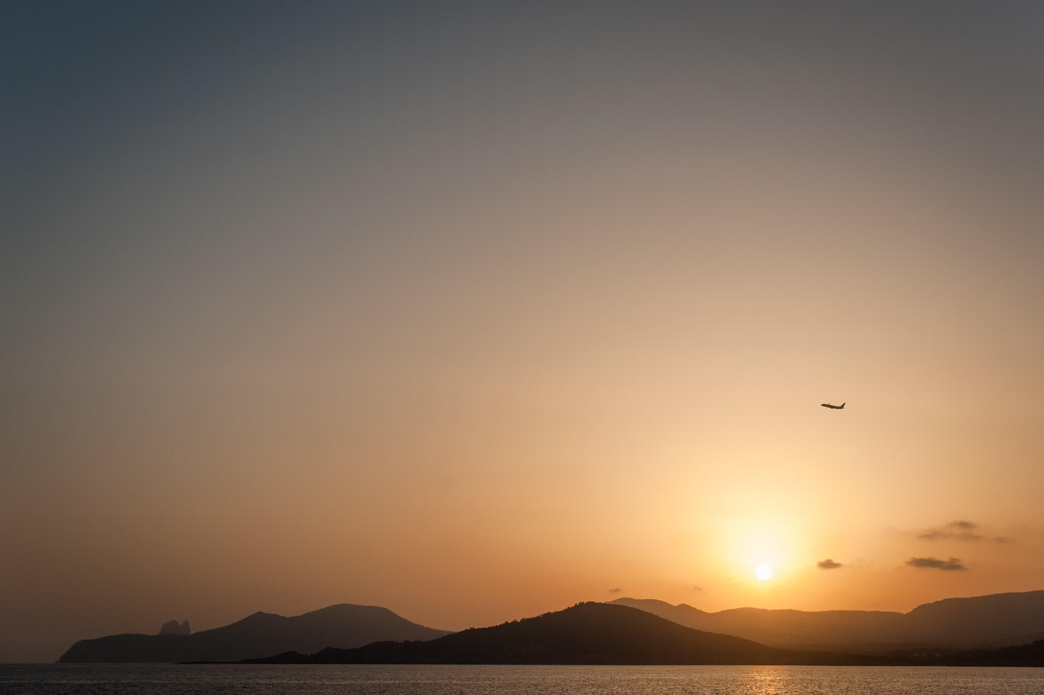 https://www.white-ibiza.com/wp-content/uploads/2020/03/ibiza-sunsets-experimental-beach-ibiza-2020-06.jpg