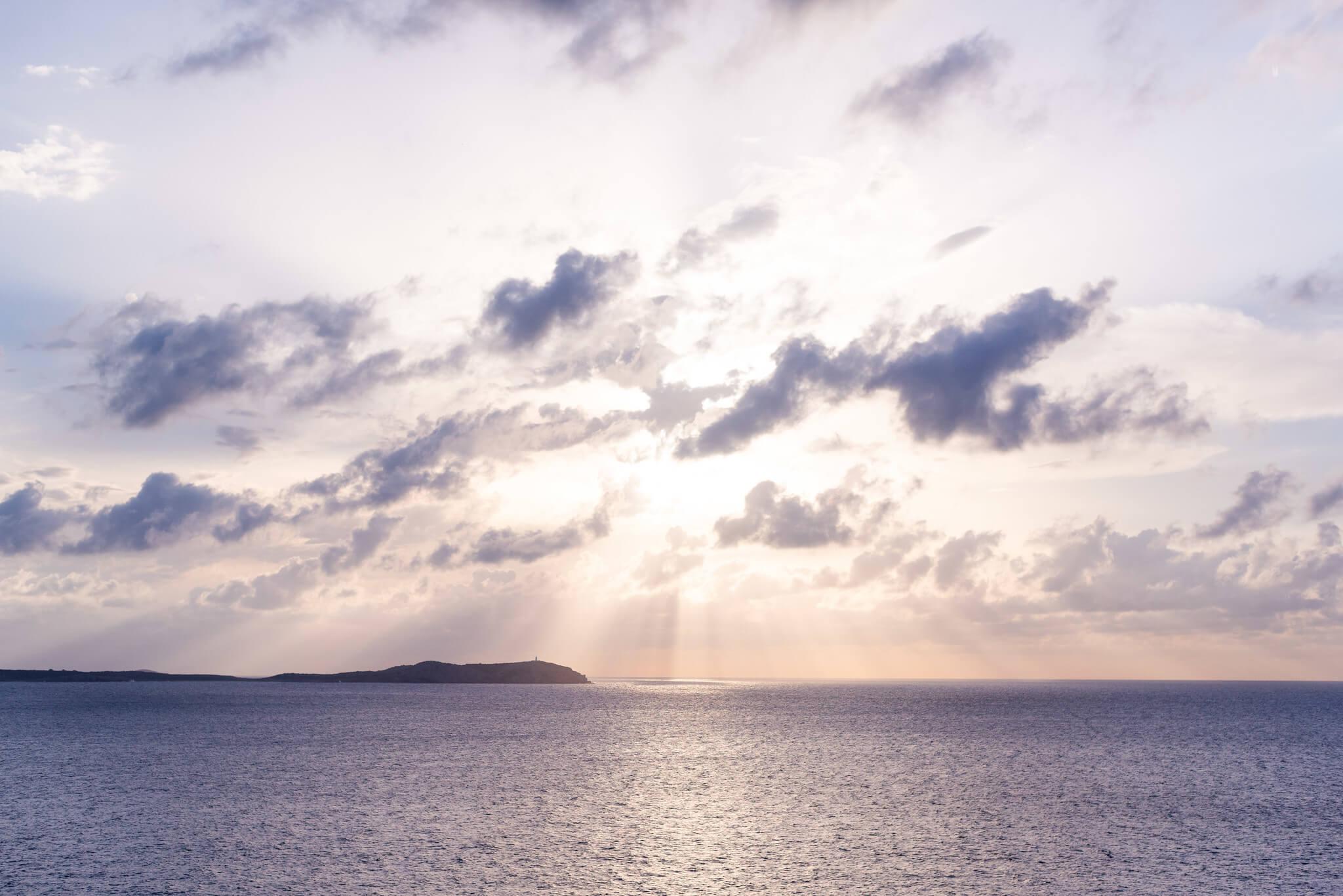 https://www.white-ibiza.com/wp-content/uploads/2020/03/ibiza-sunsets-la-torre-ibiza-2020-04.jpg
