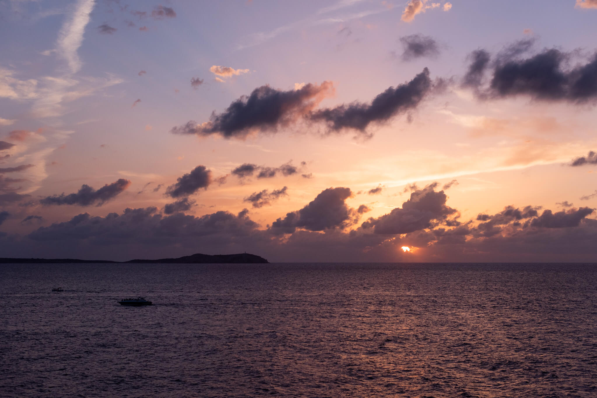 https://www.white-ibiza.com/wp-content/uploads/2020/03/ibiza-sunsets-la-torre-ibiza-2020-05.jpg