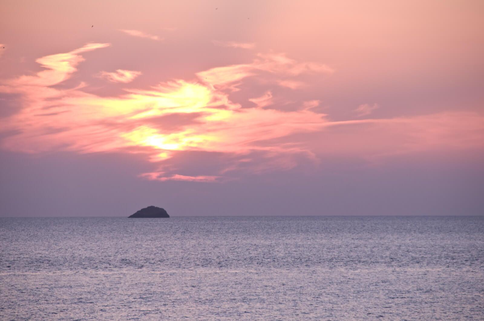 https://www.white-ibiza.com/wp-content/uploads/2020/03/ibiza-sunsets-sunset-ashram-2020-02.jpg