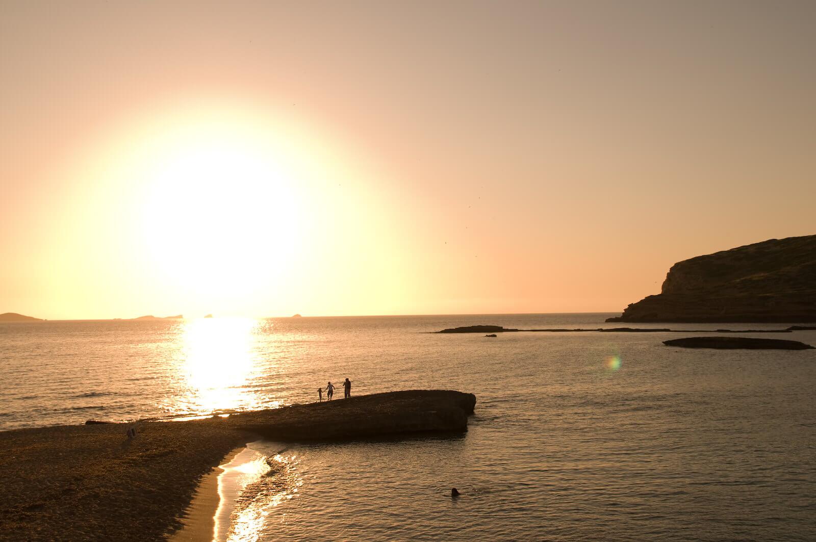 https://www.white-ibiza.com/wp-content/uploads/2020/03/ibiza-sunsets-sunset-ashram-2020-03.jpg