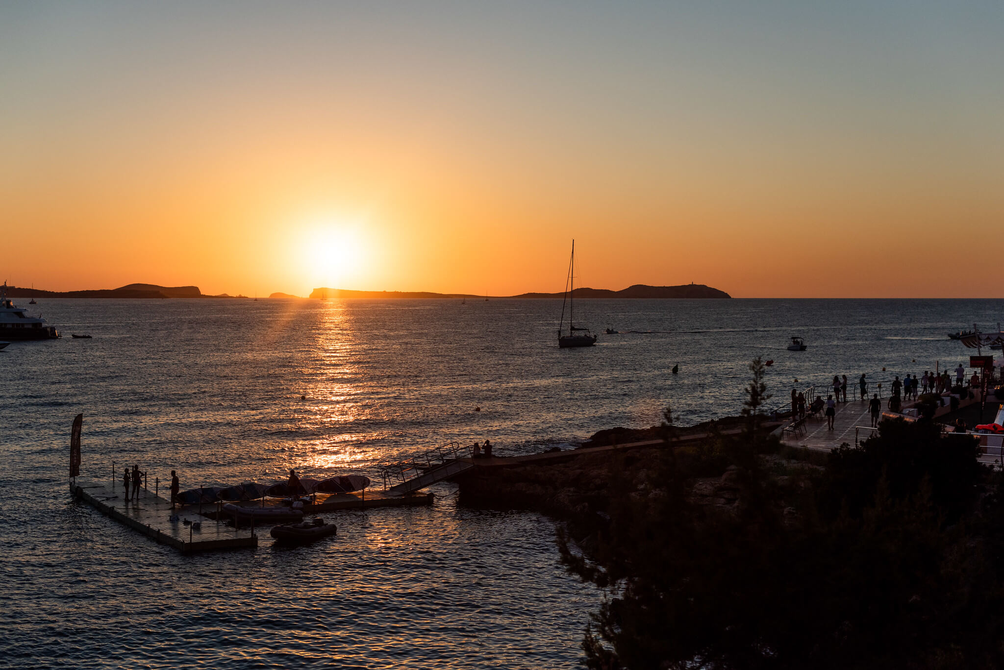 https://www.white-ibiza.com/wp-content/uploads/2020/03/ibiza-sunsets-sunset-strip-2020-05.jpg