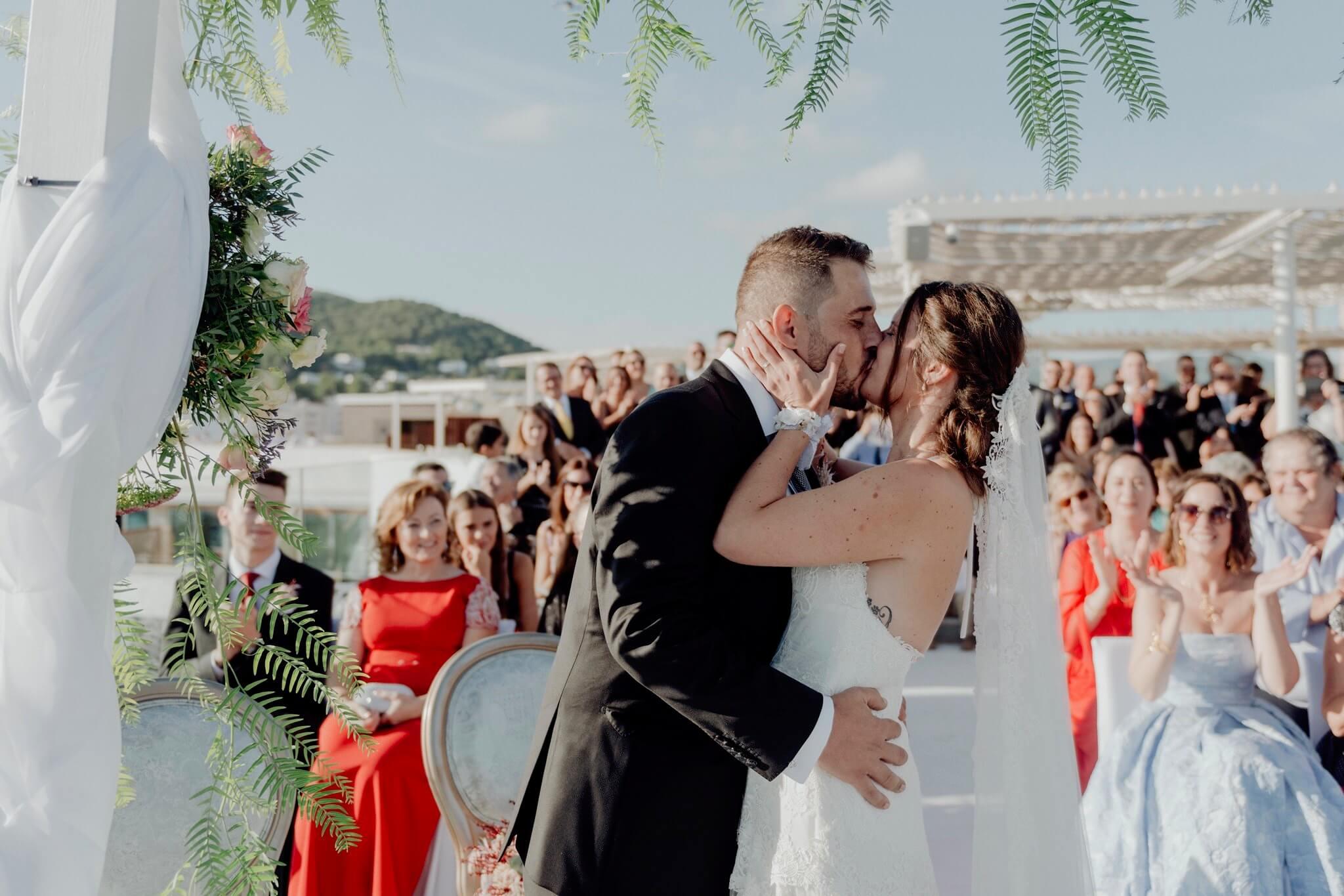 https://www.white-ibiza.com/wp-content/uploads/2020/03/ibiza-weddings-aguas-de-ibiza-2020-04.jpg