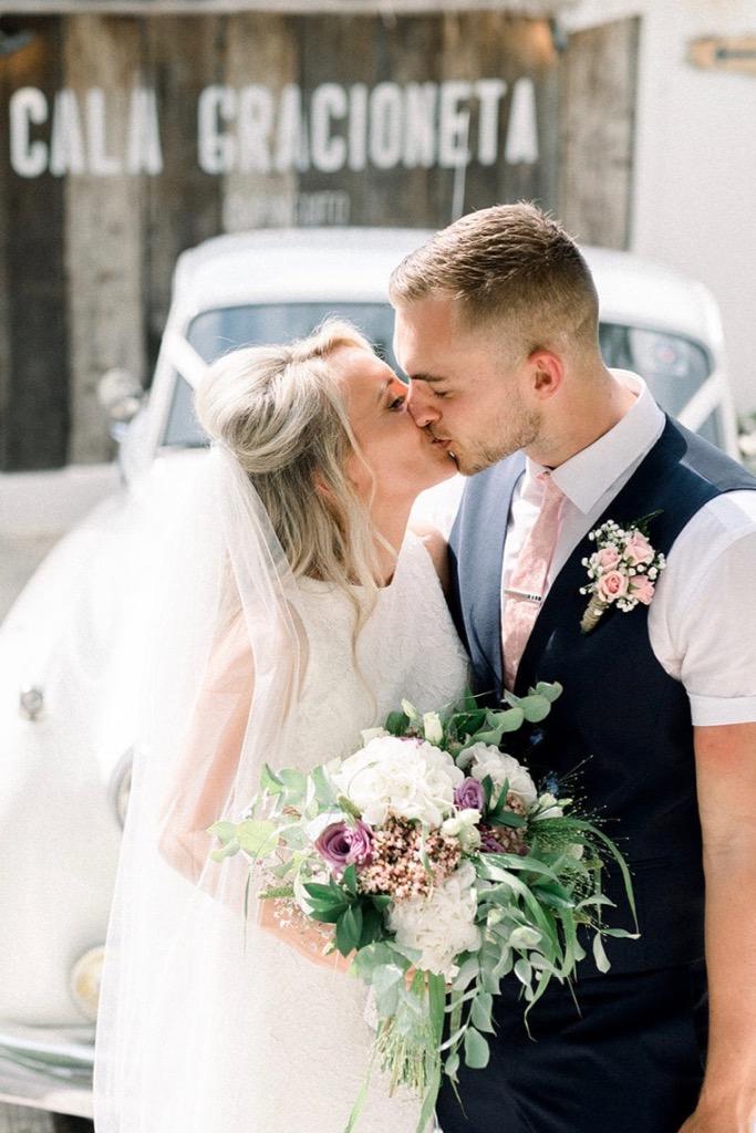 https://www.white-ibiza.com/wp-content/uploads/2020/03/ibiza-weddings-cala-gracioneta-chiringuito-2018-02.jpg