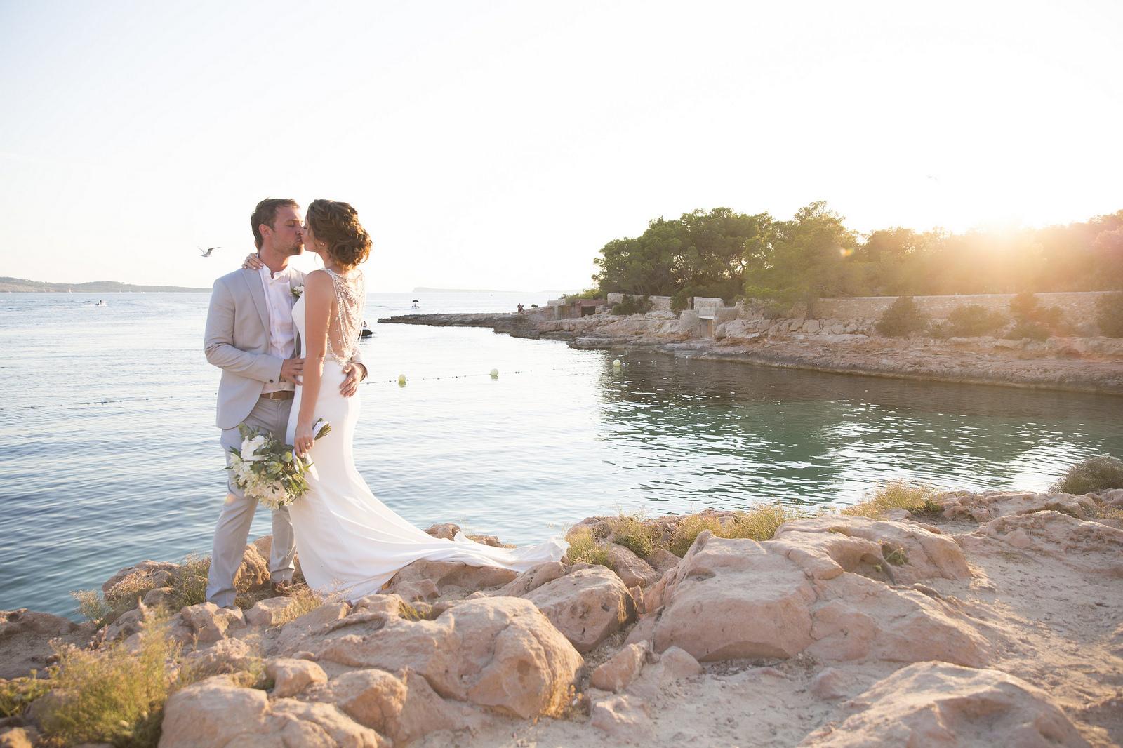 https://www.white-ibiza.com/wp-content/uploads/2020/03/ibiza-weddings-cala-gracioneta-chiringuito-2018-13.jpg