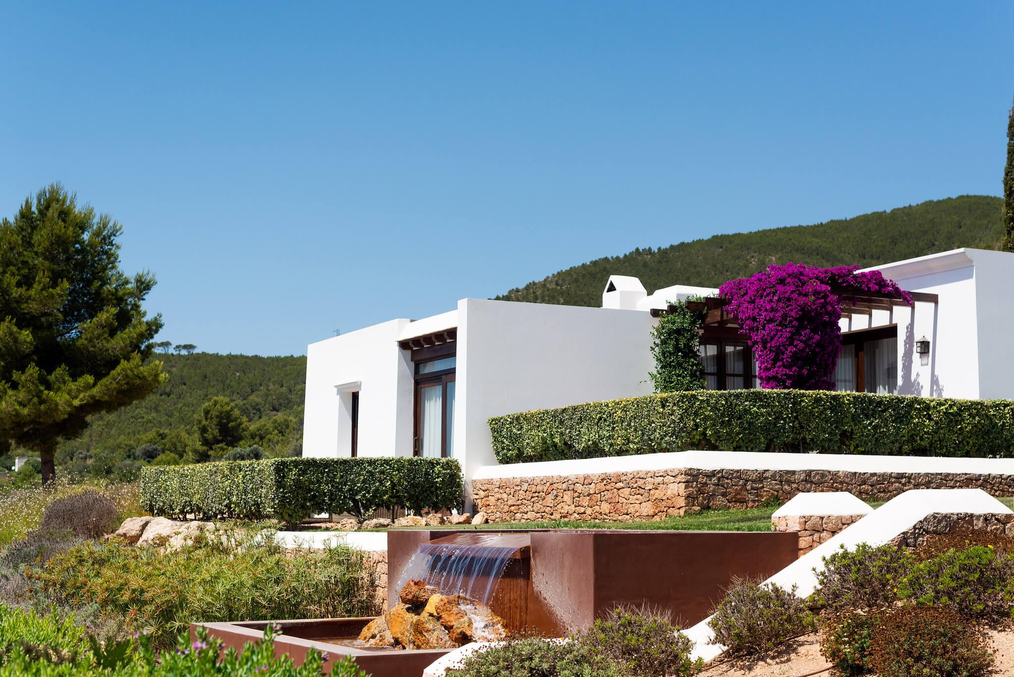 https://www.white-ibiza.com/wp-content/uploads/2020/03/white-ibiza-boutique-hotels-casa-maca-2020-01.jpg