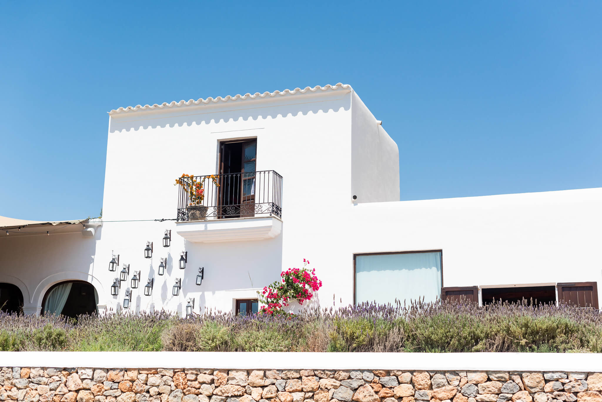 https://www.white-ibiza.com/wp-content/uploads/2020/03/white-ibiza-boutique-hotels-casa-maca-2020-06.jpg