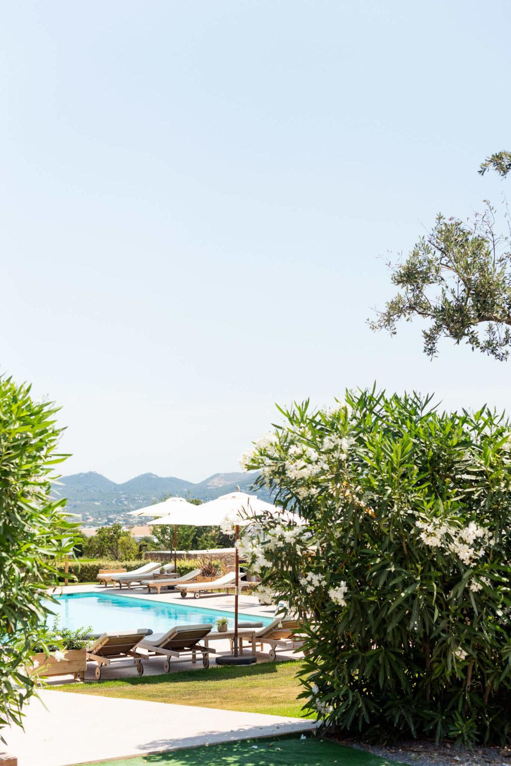 https://www.white-ibiza.com/wp-content/uploads/2020/03/white-ibiza-boutique-hotels-casa-maca-2020-08-1025x1536.jpg