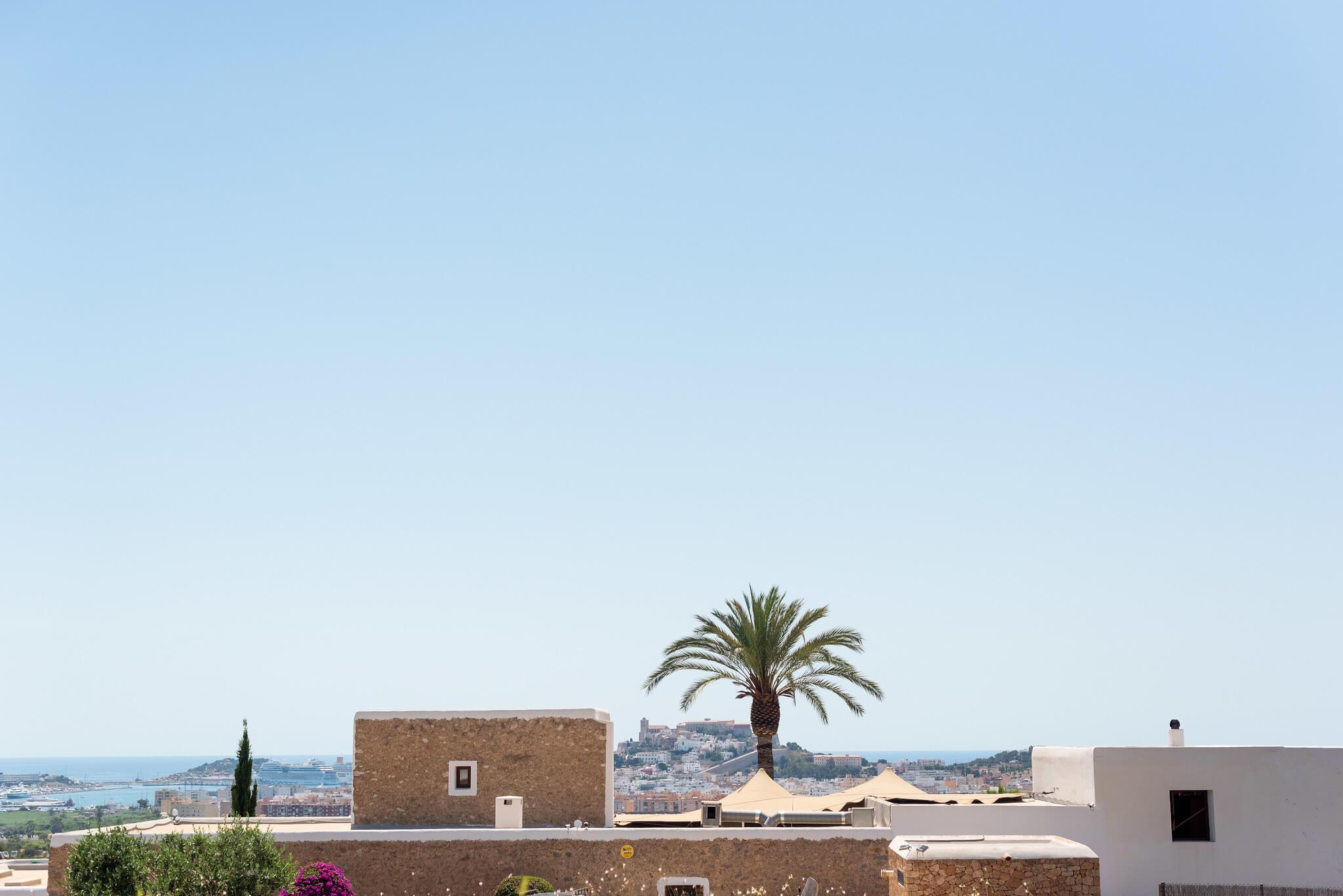 https://www.white-ibiza.com/wp-content/uploads/2020/03/white-ibiza-boutique-hotels-casa-maca-2020-09.jpg