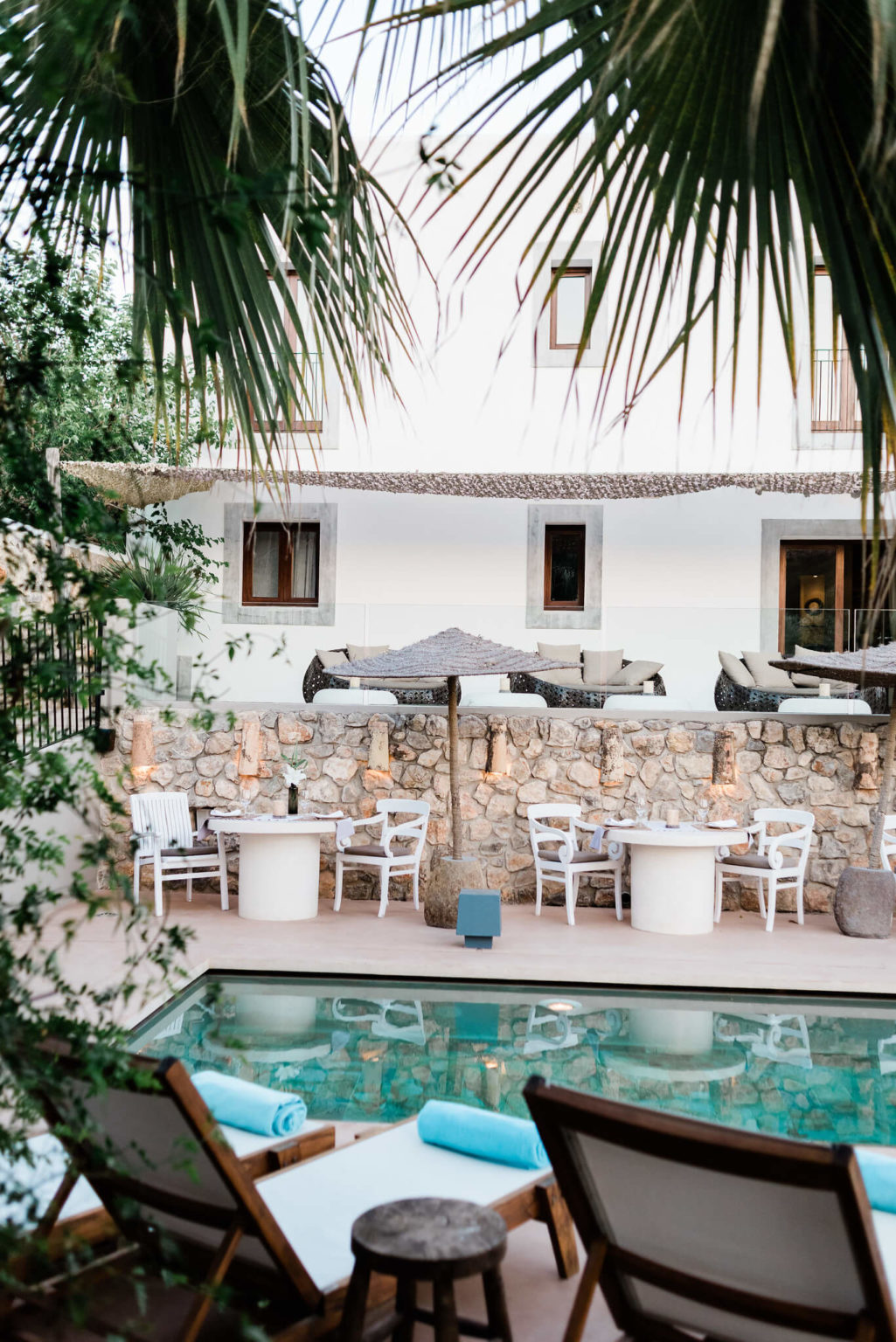 https://www.white-ibiza.com/wp-content/uploads/2020/03/white-ibiza-boutique-hotels-the-giri-residence-2020-07-1025x1536.jpg