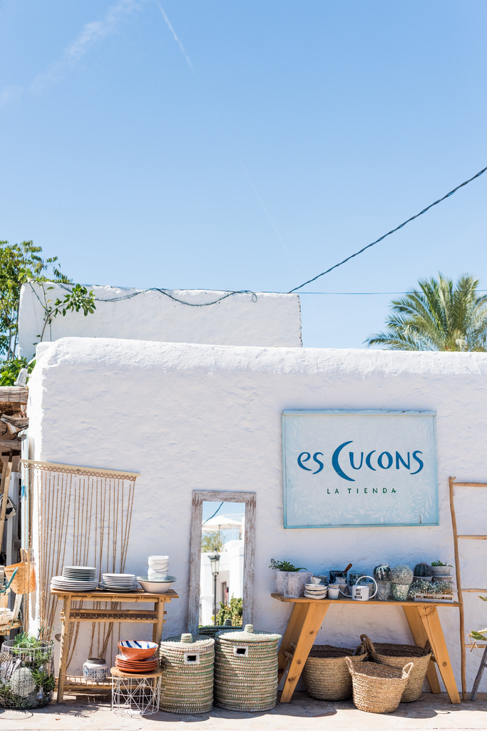 https://www.white-ibiza.com/wp-content/uploads/2020/03/white-ibiza-interiors-es-cucons-la-tienda-2020-02.jpg