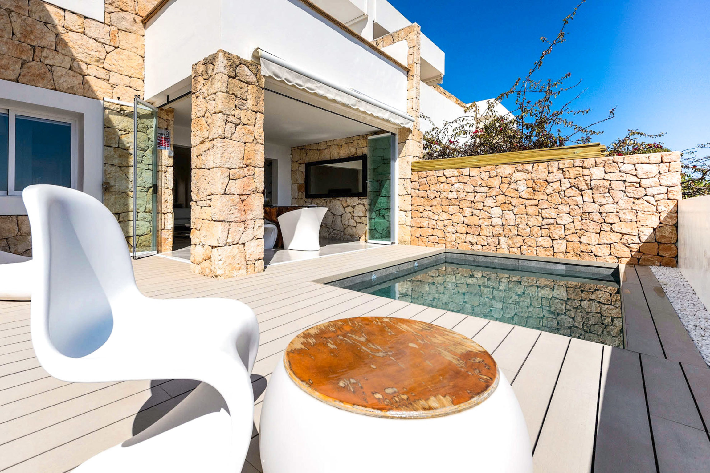https://www.white-ibiza.com/wp-content/uploads/2020/03/white-ibiza-property-WI181-2020-06-2304x1536.jpg