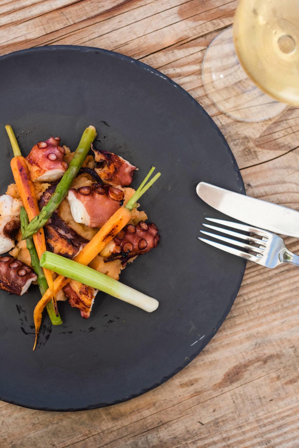 https://www.white-ibiza.com/wp-content/uploads/2020/03/white-ibiza-restaurants-es-cucons-11-1025x1536.jpg