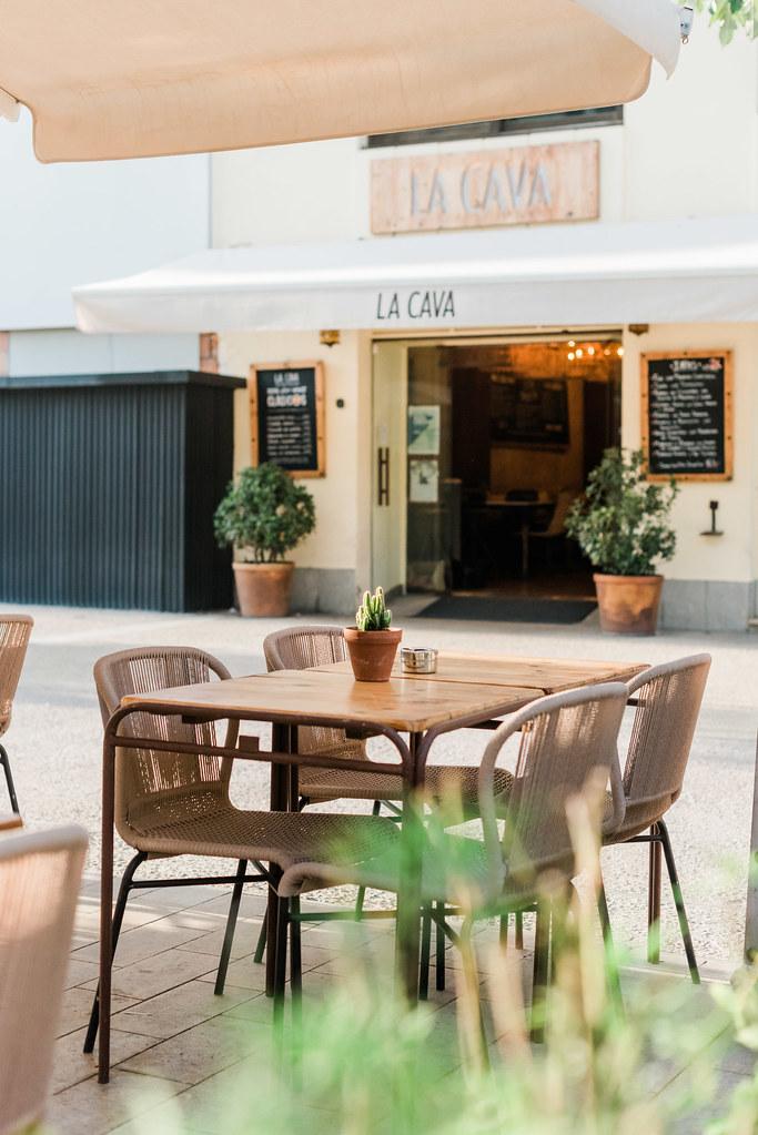 https://www.white-ibiza.com/wp-content/uploads/2020/03/white-ibiza-restaurants-la-cava-ibiza-2019-05.jpg