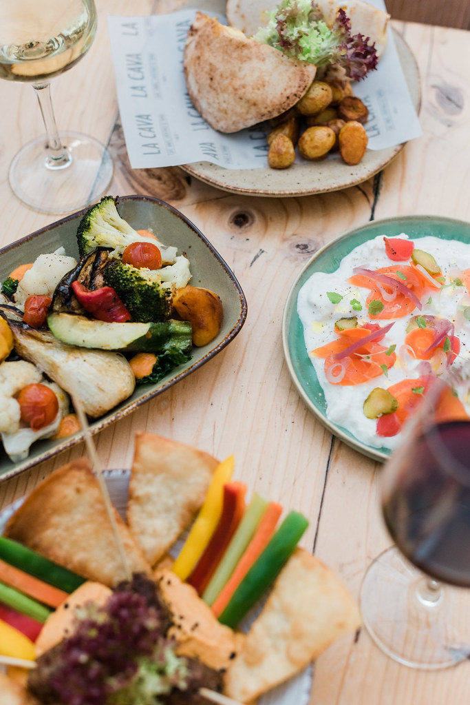 https://www.white-ibiza.com/wp-content/uploads/2020/03/white-ibiza-restaurants-la-cava-ibiza-2019-07.jpg