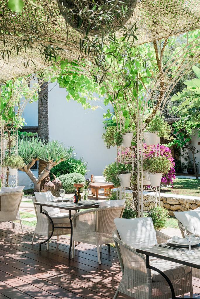 https://www.white-ibiza.com/wp-content/uploads/2020/03/white-ibiza-restaurants-la-veranda-2020-04.jpg