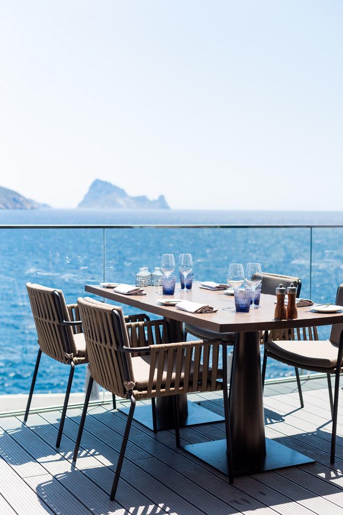 https://www.white-ibiza.com/wp-content/uploads/2020/03/white-ibiza-restaurants-the-view-2020-02.jpg