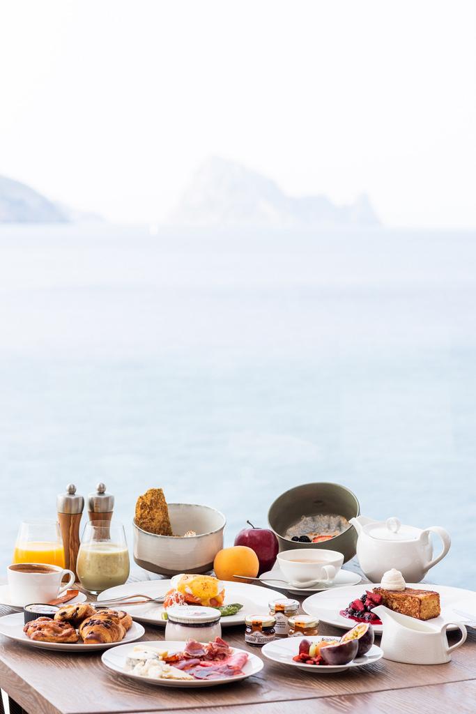 https://www.white-ibiza.com/wp-content/uploads/2020/03/white-ibiza-restaurants-the-view-2020-03.jpg