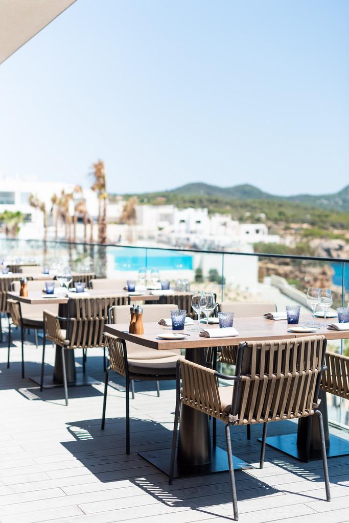 https://www.white-ibiza.com/wp-content/uploads/2020/03/white-ibiza-restaurants-the-view-2020-04.jpg