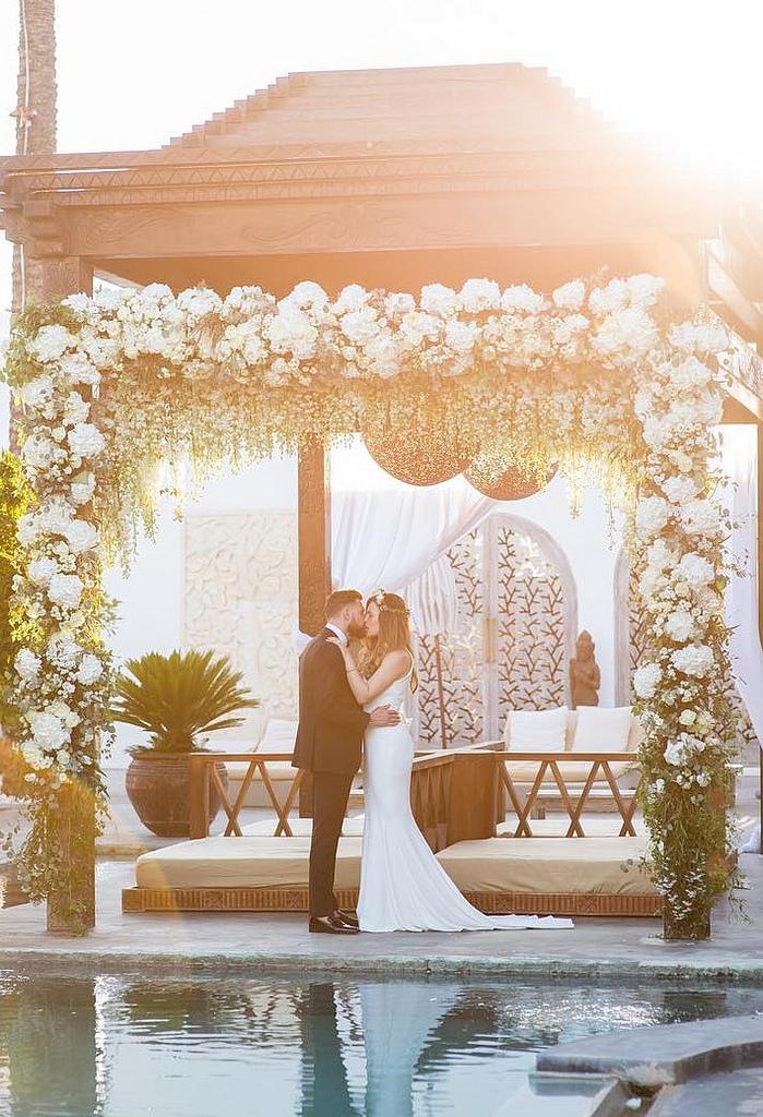 https://www.white-ibiza.com/wp-content/uploads/2020/03/white-ibiza-wedding-venue-atzaro-group-2020-03.jpg