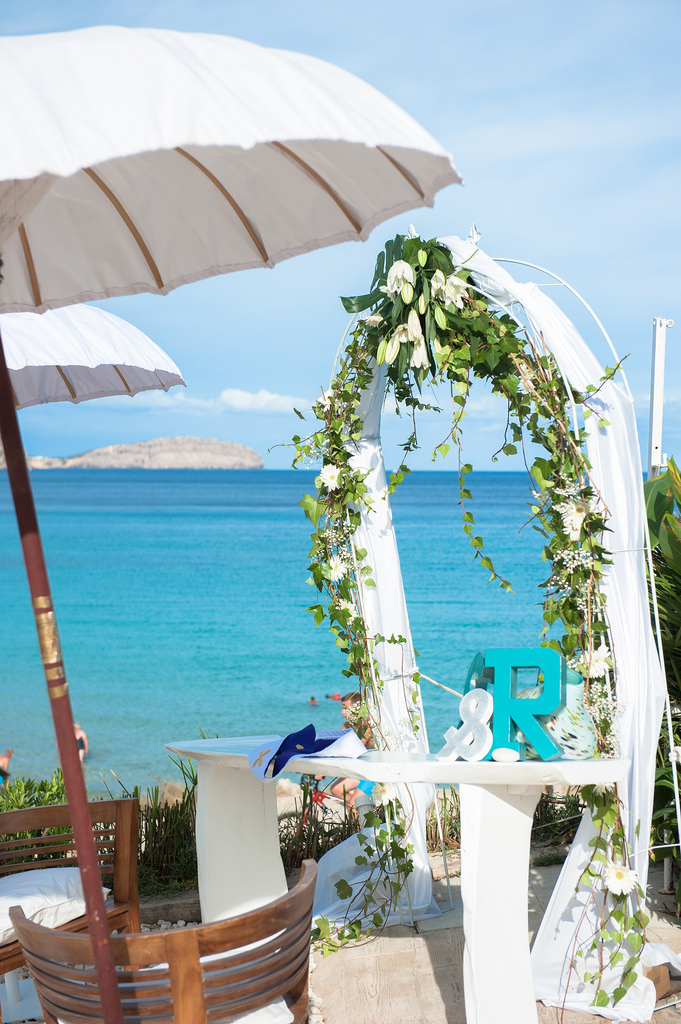 https://www.white-ibiza.com/wp-content/uploads/2020/03/white-ibiza-wedding-venue-atzaro-group-2020-08.jpg