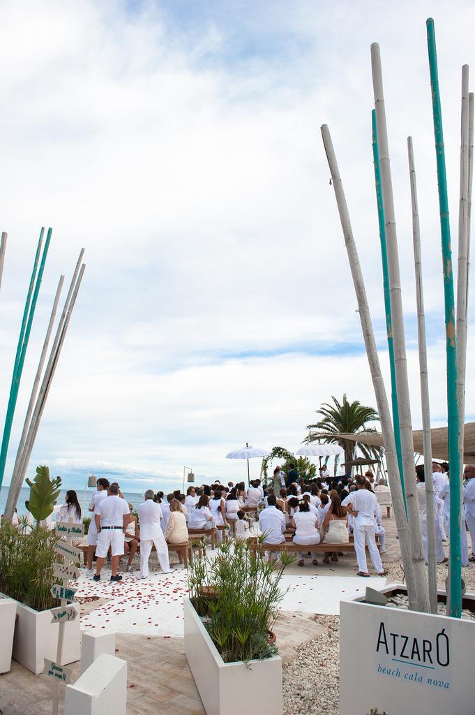 https://www.white-ibiza.com/wp-content/uploads/2020/03/white-ibiza-wedding-venue-atzaro-group-2020-10.jpg