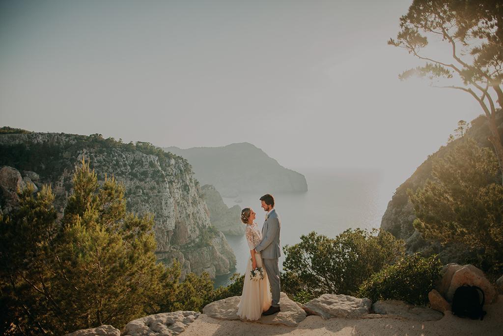 https://www.white-ibiza.com/wp-content/uploads/2020/03/white-ibiza-weddings-adela-baraja-2020-01.jpg
