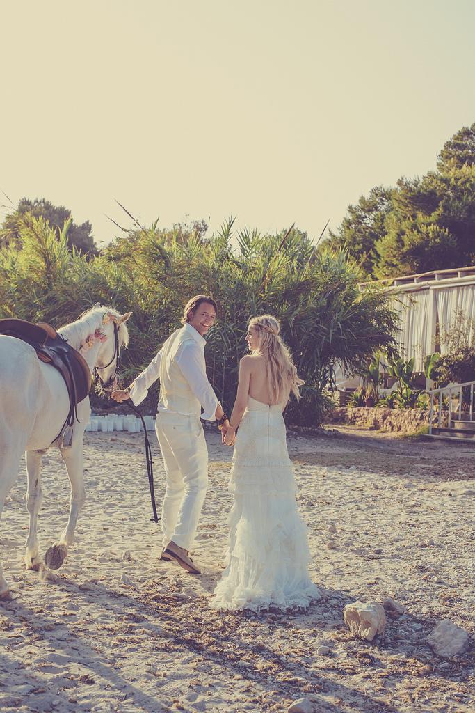 https://www.white-ibiza.com/wp-content/uploads/2020/03/white-ibiza-weddings-marnosuite-photography-2020-01.jpg