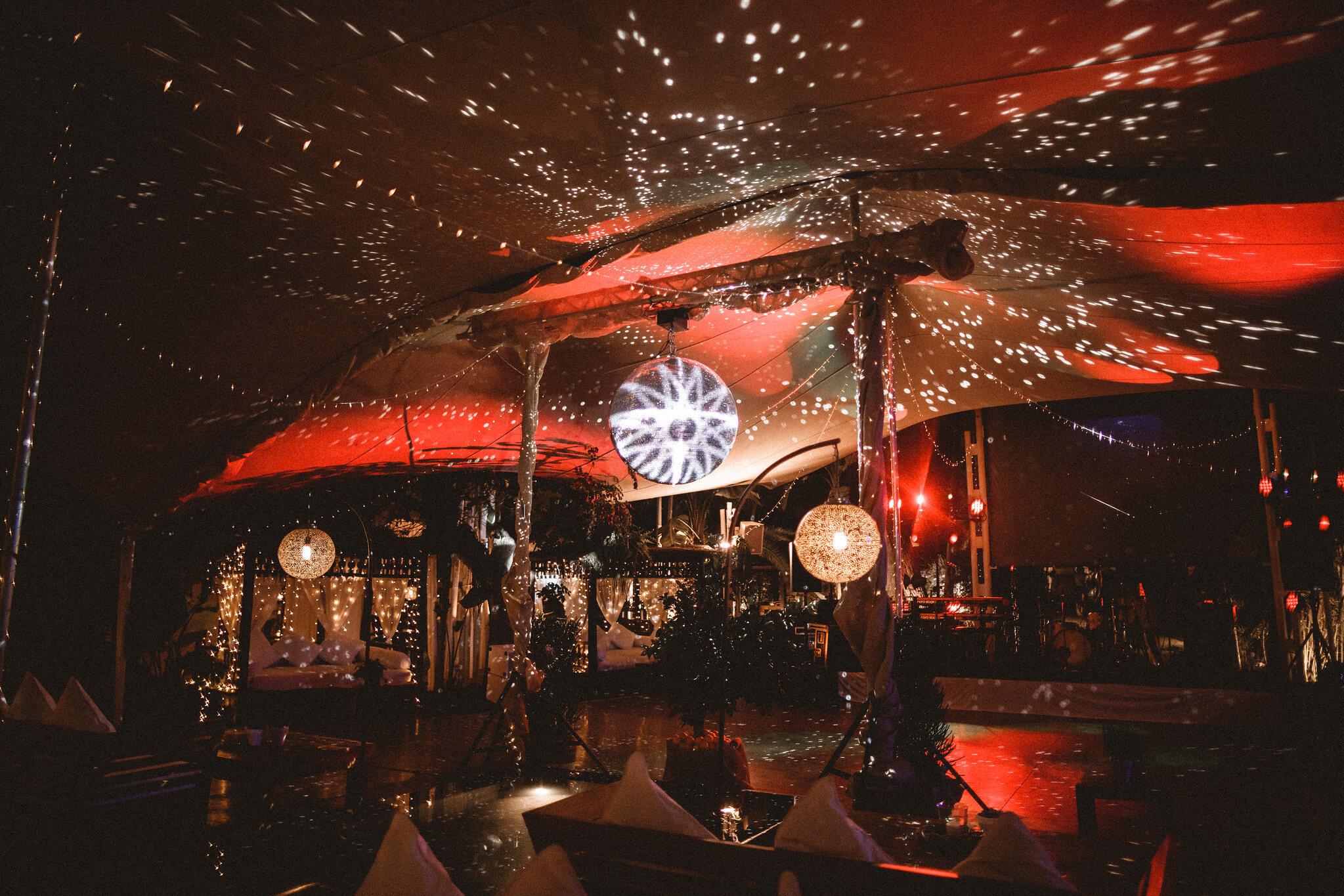 https://www.white-ibiza.com/wp-content/uploads/2020/03/white-ibiza-weddings-velvet-circus-ibiza-2020-10.jpeg